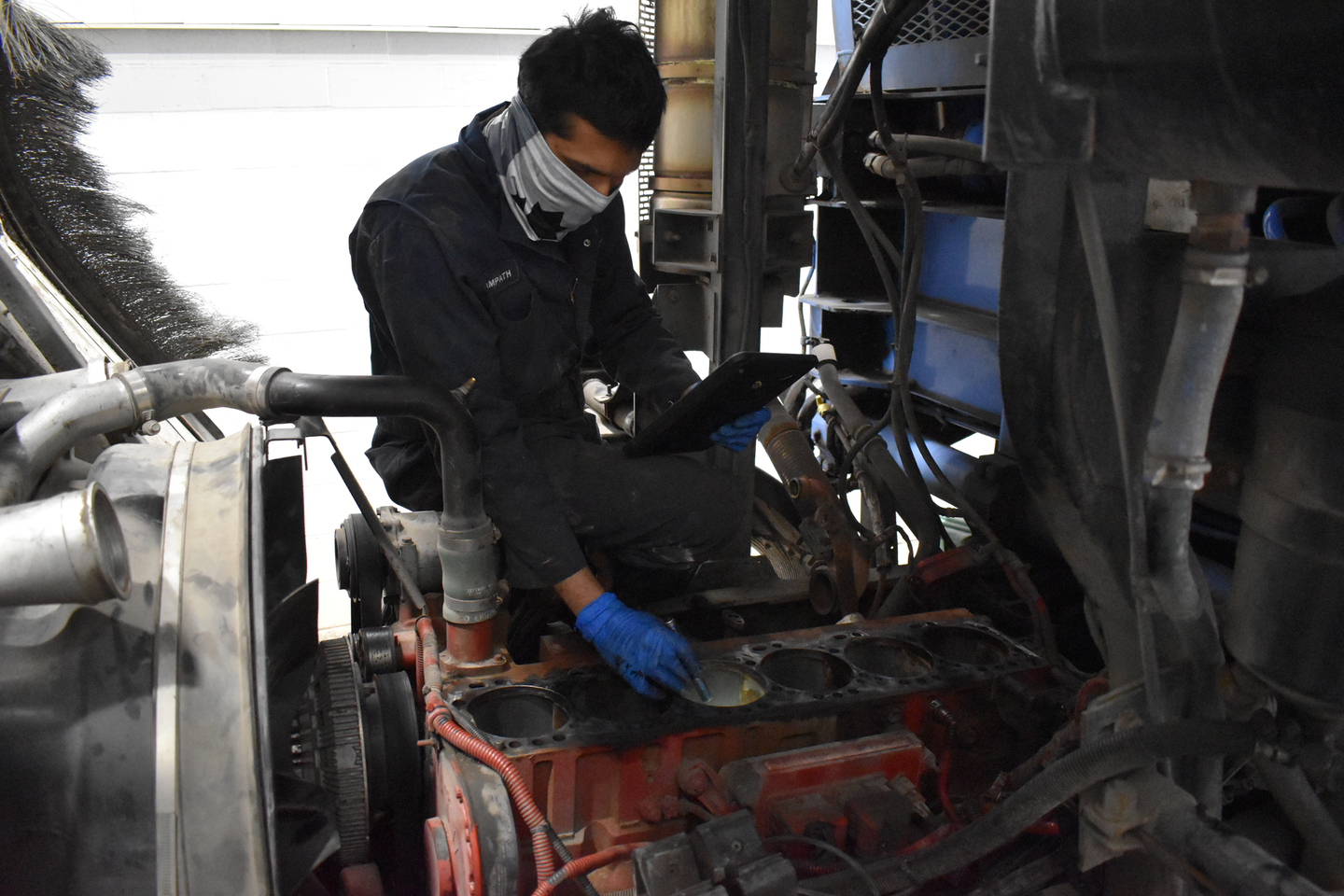 At all Vision service facilities, vehicle check-ins are now completed by a service advisor using Noregon JPRO commercial vehicle diagnostic tools, which automatically open a service event case in ASIST.